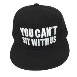 """sort cap med hvid """"you can't sit with us"""" på"""