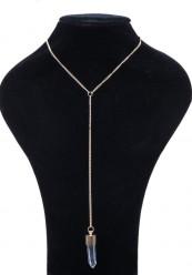 Enkel halskæde med vedhæng i guldlook.