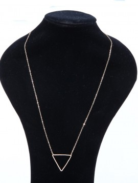 Lang halskæde med trekantet vedhæng