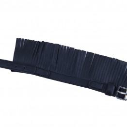 Armbånd i læderlook med frynser.