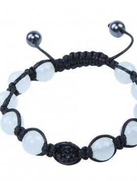 Perlearmbånd med mælkehvide perler og sort simili.