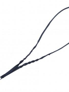 Key hanger med sorte sten.