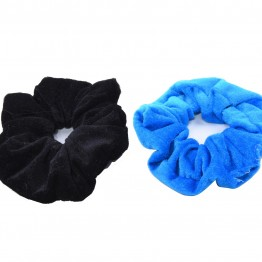 Image of   2 stk velour scrunchies i sort/ cobolt blå.