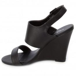 Sandal med kilehæl.