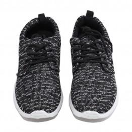 Sneakers i sort/ grå meleret.
