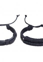 2 stk læder armbånd i sort.