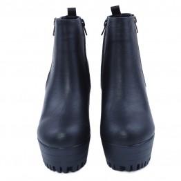 Lækker let plato støvle i sort pu med pyntelynlås.