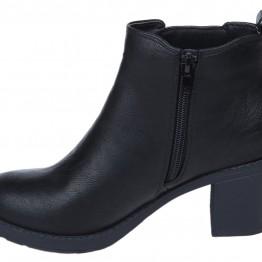 Støvle i sort pu med elastik i siden.