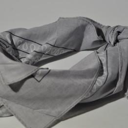 L.ysegrå bandana