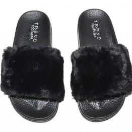 Pels sandal i sort med imiteret pels.
