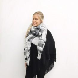 Super flot halstørklæde i ofwhite og sorte/ grå nuancer
