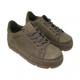 Sneakers i olivengrøn med plato bund.