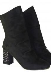 Støvle med høj skaft og chunky hæl