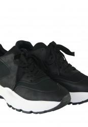 Sort og hvide sneakers