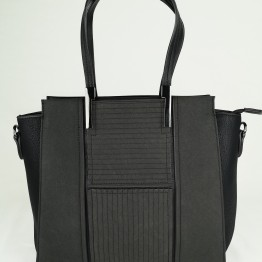 Sort taske i i krakeleret læderlook.
