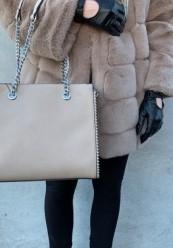 Beige håndtaske med kæderem