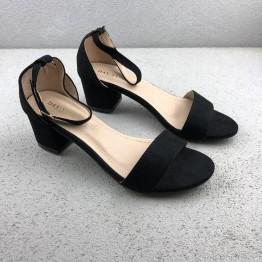 Klassisk sandal med blokhæl