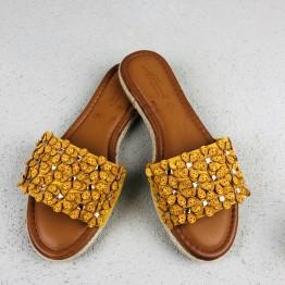Sandal med blomster