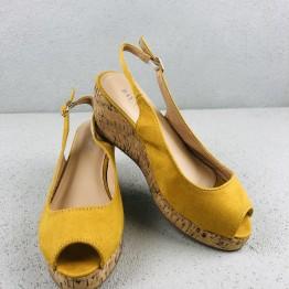 Gul plateau sandal