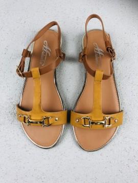 Sandal med guldspænde