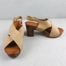Sandal med hæl i trælook