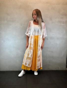 Hvid blonde kåbe med mønstre