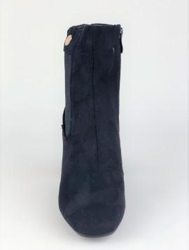 Højskaftet støvle med elastik i siden