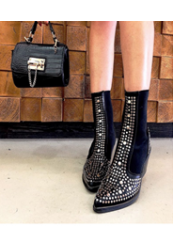 Støvle med nitter