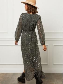 Kjole med guld mønster
