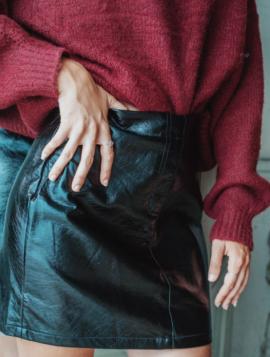 Imiteret skind nederdel