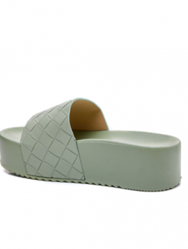 Slip in sandal plateau