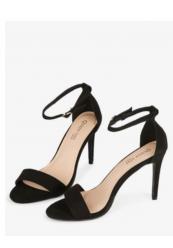 Sandal med stilet hæl