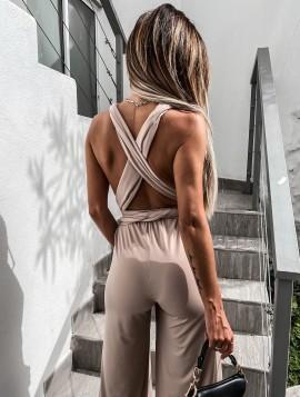 Udringet jumpsuit med åben ryg