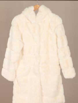 Faux fur jakke med hætte
