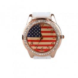 Hvidt ur med amerikansk flag på urskiven