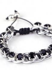 Sort felt armbånd med sølv pynt og sorte sten