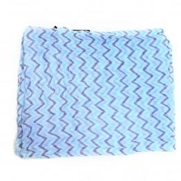 Lyseblåt og hvidt tubetørklæde med zig-zag mønster